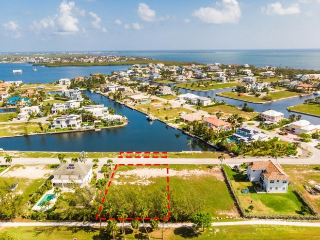 CRYSTAL HARBOUR CANAL / GOLF COURSE LOT