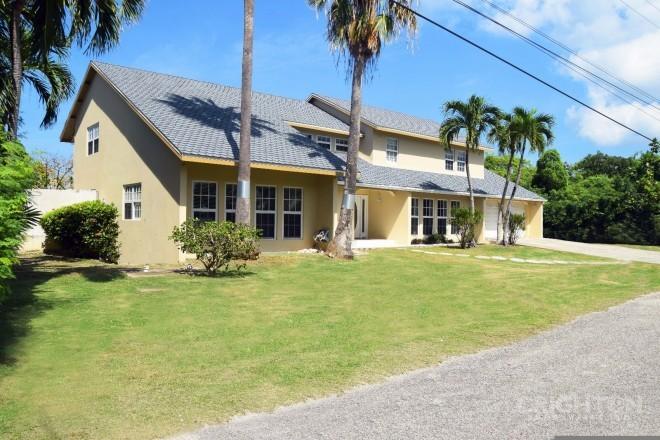 Tranquil Manor - Tropical Gardens Home