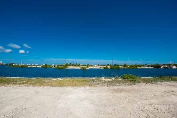 Crystal Harbour Water Front Lot - Image 1